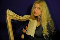 Priscilla Hernandez fullsicle harp
